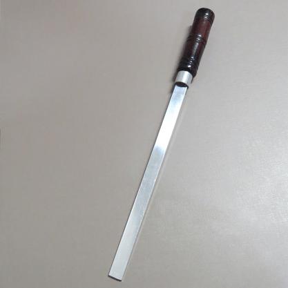 Batedor de Sal 46cm em Alumínio com Cabo de Madeira